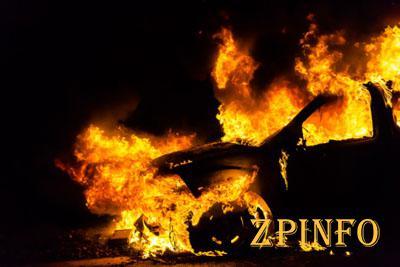 В Запорожском дворе горел автомобиль