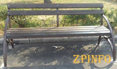 В запорожском парке установили десятки новых лавочек