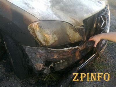В Запорожской области горел дорогой внедорожник