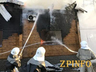 В Запорожской области горел двухэтажный дом