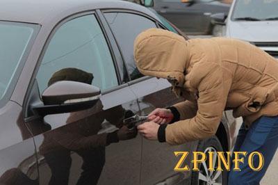 В Запорожской области подросток ограбил автомобиль