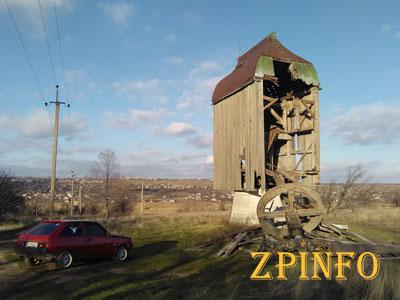В Запорожской области упал старинный ветряк