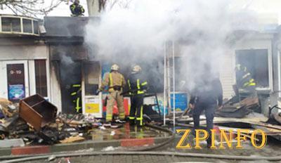 В Запорожской области загорелись торговые киоски