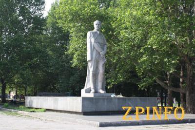 Вопрос о сносе памятника Дзержинскому решится в скором времени