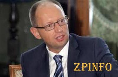 Яценюк пообещал, что новая Конституция будет принята до выборов