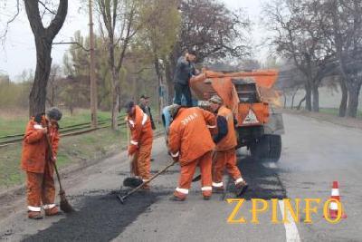 В Запорожье продолжается текущий ремонт дорог