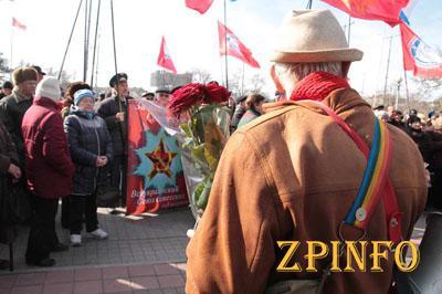 Запорожские активисты быстро разогнали сторонников КПУ (Видео)