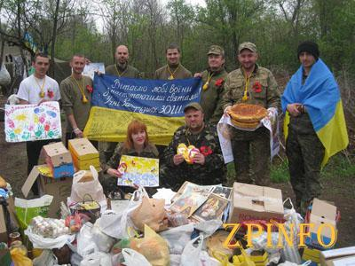 Запорожские активисты привезли Пасхальные корзины на передовую