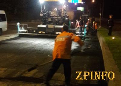 Запорожские коммунальщики ремонтируют дороги по ночам