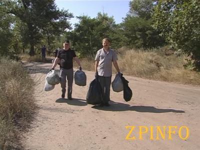 Запорожские полицейские вышли на субботник