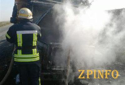 Запорожские спасатели тушили пожар в грузовике