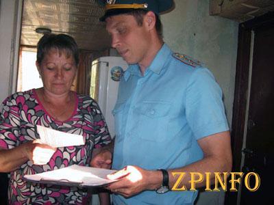 Запорожские спасатели учили жителей частного сектора правильно обогреваться
