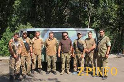 Запорожские волонтеры подарили военным автомобиль