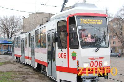 Запорожцам подарили европейский трамвай
