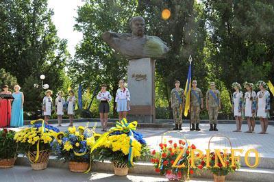 Запорожцы возложили цветы к бюсту Шевченко