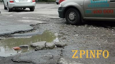 Жители Запорожья считают дороги у них хуже всех в Украине