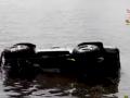 В Запорожье гонщик утопил в речке внедорожник